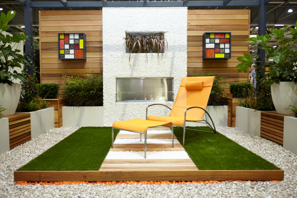 Award Winning Show Garden Pebble Wall