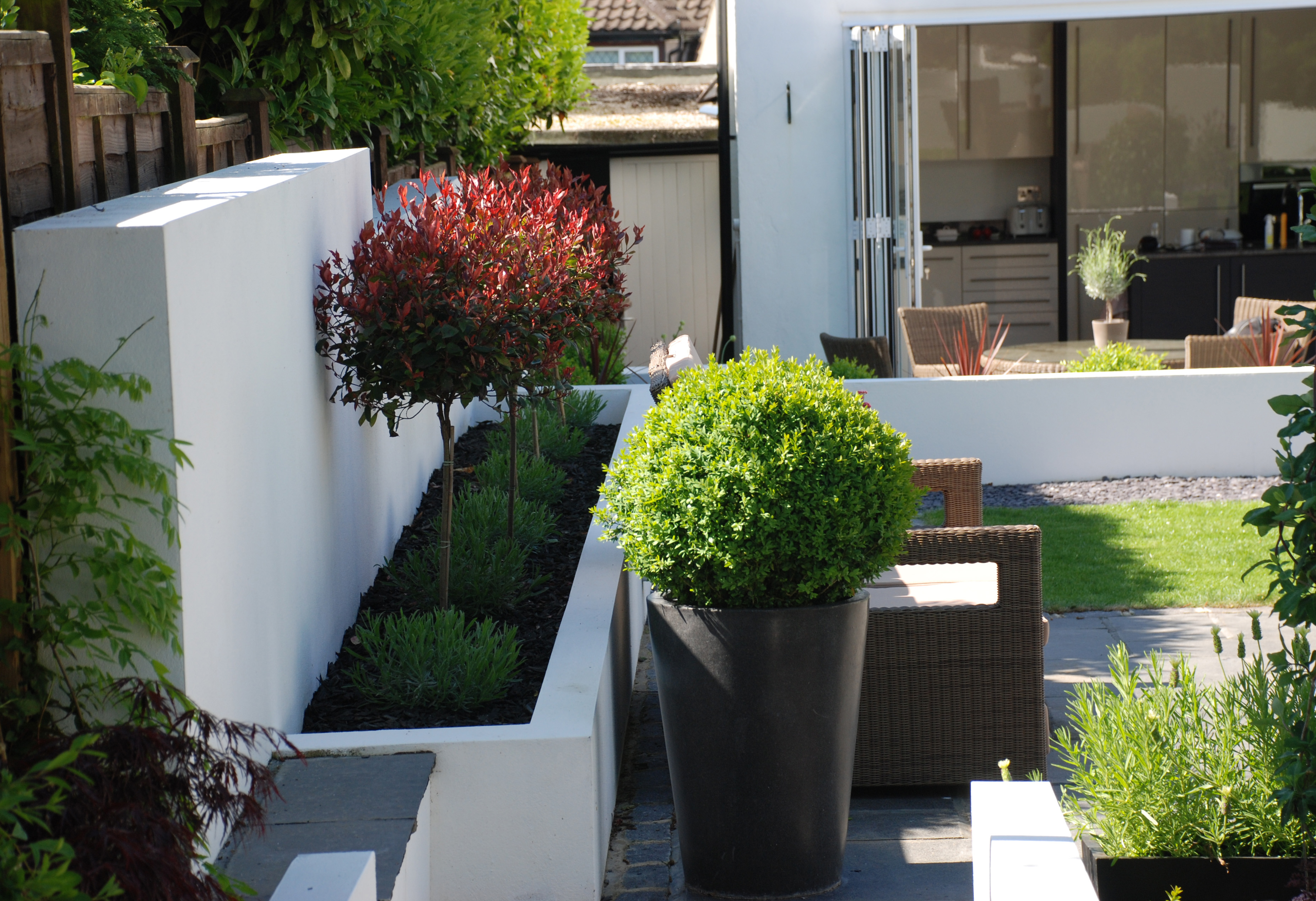 Large contemporary garden rickmansworth hertfordshire for Modern garden