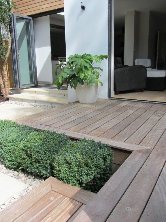 Sloping garden pinner middlesex for Split level garden designs